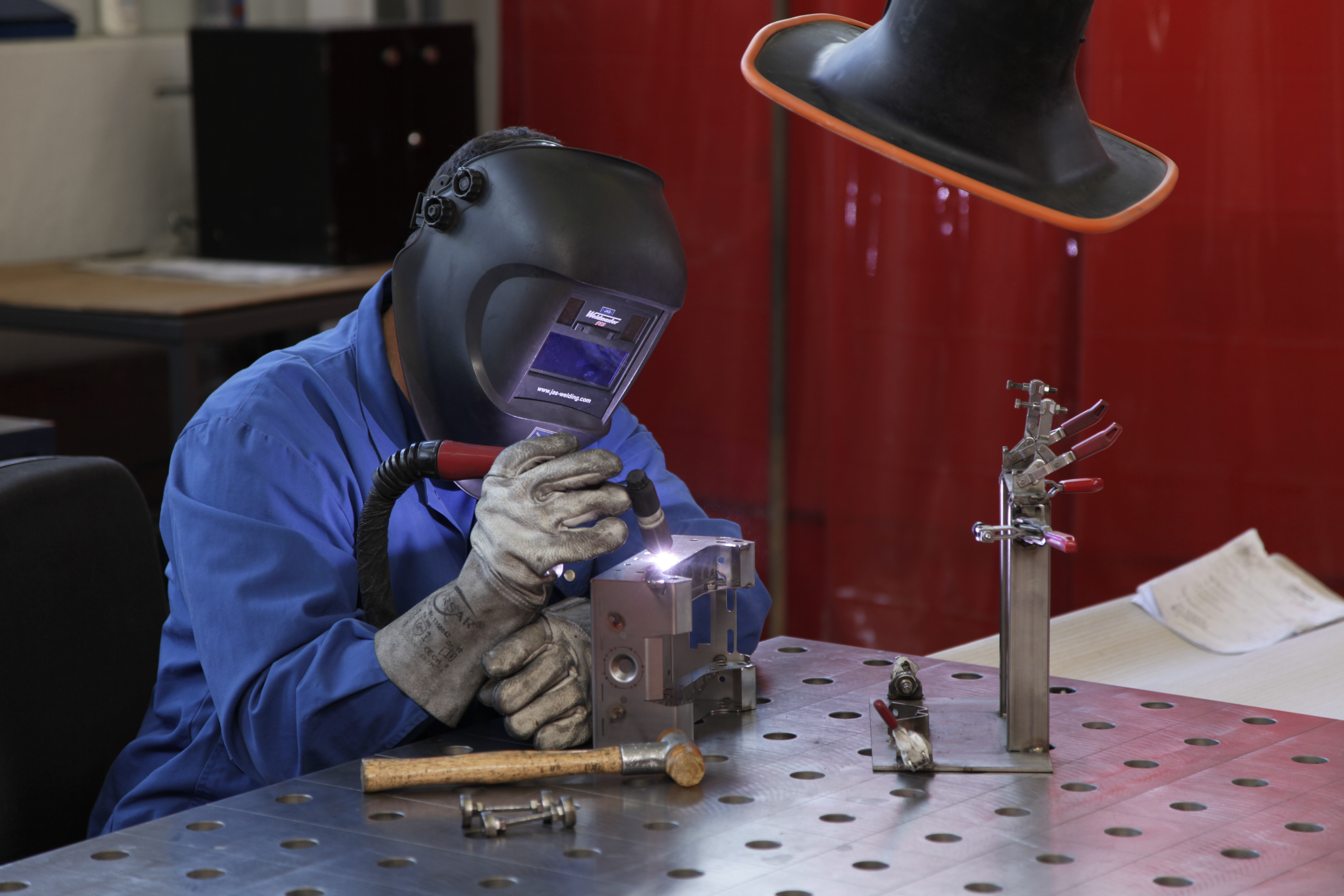 WIG welding: high health risk due to ozone and radiation